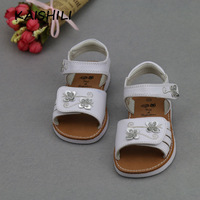 2015 summer in Europe and the leather children's sandals white flowers fashion girls princess shoes sell like hot cakes