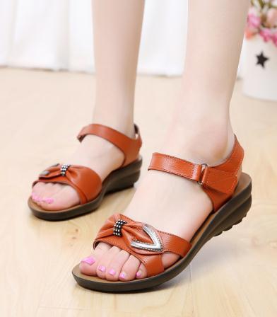 2015 primavera e verão senhoras sandálias de couro inclinação com sapatos rasos sandálias mãe idosa lojas de fábrica(China (Mainland))