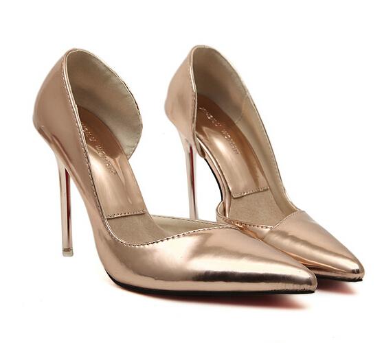 Каблуки женщин ну вечеринку обув