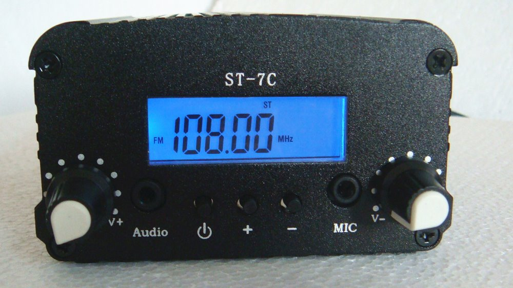 2015Hot!1W/7W FM stereo PLL broadcast transmitter 76--108MHZ host(China (Mainland))