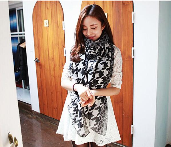 Free shipping Long Ladies 100% Rayon Scarf(China (Mainland))