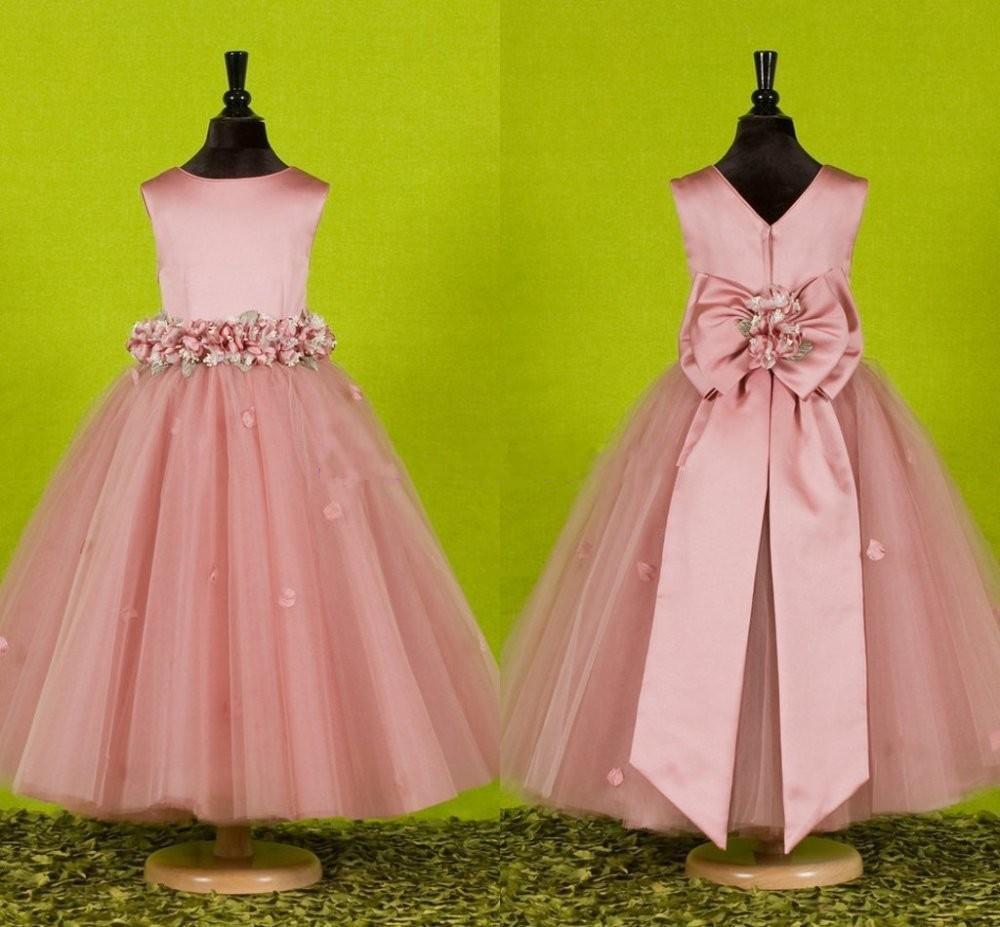 Чем и как украсить детское платье своими руками