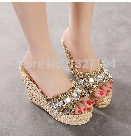 Nacional 2015 verão boho étnico inclinação tecer palha sexy rhinestone diamante mulas sandálias sapatos de salto cunha aberta sandálias de dedo(China (Mainland))