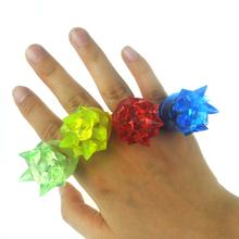 50pcs/lot 3*3*4cm weichen fingerring blume mode silikon led leuchten fingerring spielzeug glühende finger ring(China (Mainland))