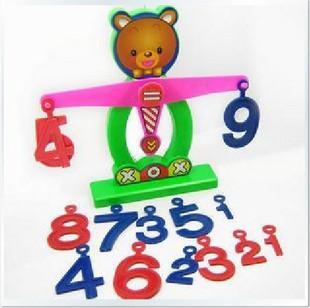 Учимся считать - деревянная развивающая игрушка весы, поясняем больше меньше, учим цифры и действия с ними