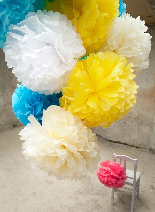 Бумажные цветы у шару