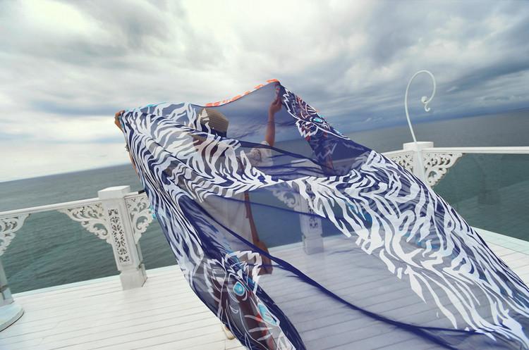New fashion tiger pattern scarf beach towel silk scarf(China (Mainland))
