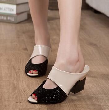 Hot fashion rhinestone thick heel sandals slippers woman comfortable flip flops female open toe high heels women summer shoes(China (Mainland))
