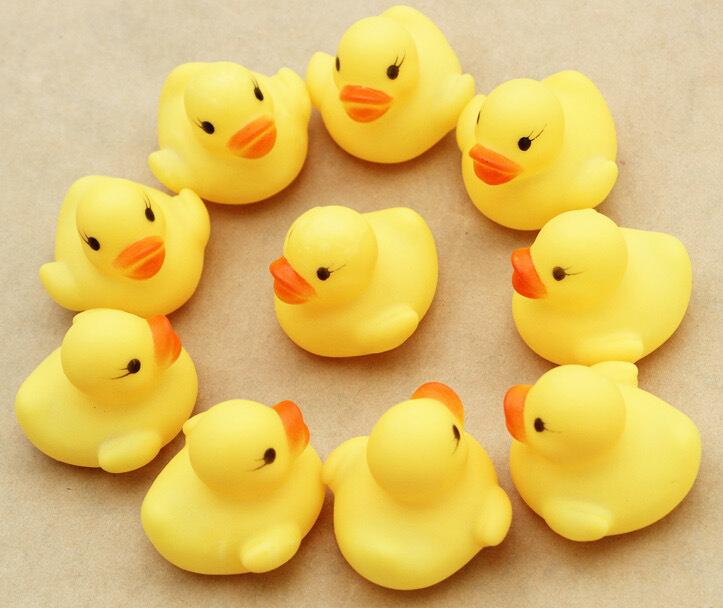 FEDEX Free 4000Pcs/lot 4*4*3.1cm Mini Yellow Rubber duck PVC Bath toy Sound Floating Ducks Children Swiming Beach Gifts(China (Mainland))