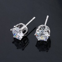 QUALITY 24KGP PLATINUM 0.8 CT PRINCESS CUT CZ DIAMOND LADIES' STUD EARRINGS, COME WITH A FREE EXQUISITE GIFT BOX (00121-38)