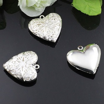 Dropship Pendant DIY Iron Plated Silver European Antique Style Heart Shape Hollowing out Prayer Box Photo Locket Jewelry 1132001