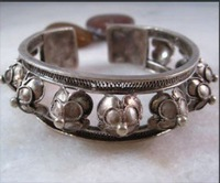 Asian China Handcrafted Superb Jewelry carved  tibetan miao silverH  Flower Wide  bracelet  Bangle shipping free