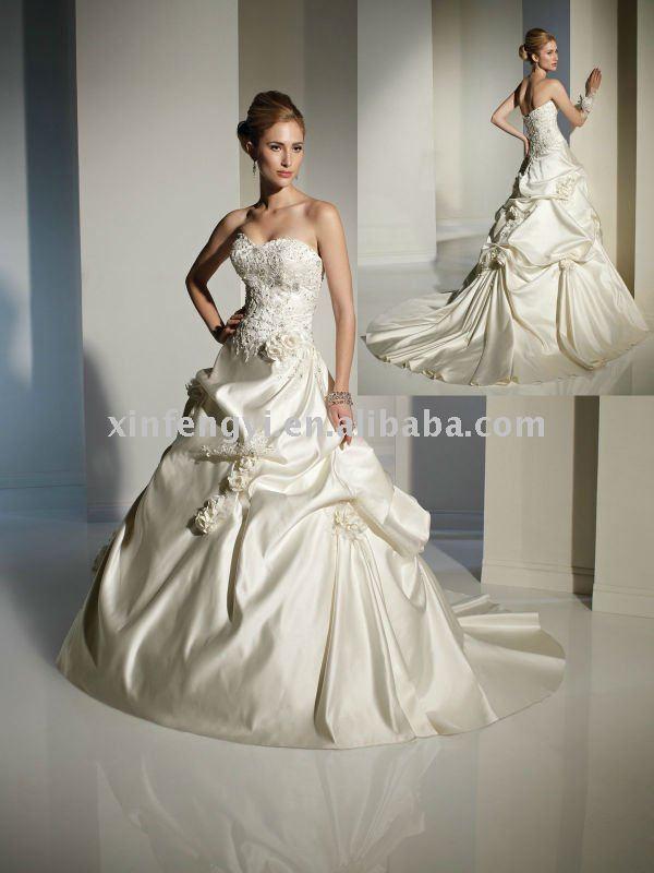 Classic full appliqued strapless bodice laceup closure Aline wedding dress