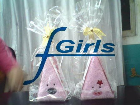 Wholesale--Triangle shape Cute Pig Towel cake gift for Wedding Christmas Party Favor Baby Shower 100pcs/lot,free shipping(China (Mainland))