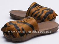 2011 brand new Lovely children's slippers children's slippers paw paw slippers baby slippers