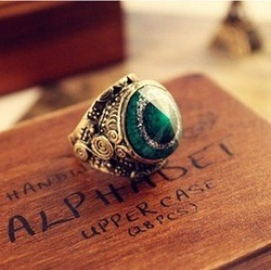 Min.order is $10 (mix order) Fashion Jewelry 2012, Cut Emerald Vintage Carved Ring E0141209 G16(China (Mainland))