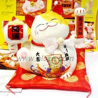 creative christmas business gifts waving lucky cat maneki neko ceramic office feng shui crafts for promotion