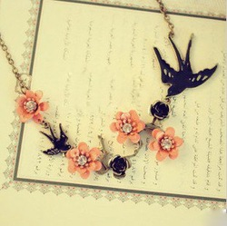 Min.order is $15 (mix order) Retro Swallow Flowers Lucky Necklace Free Shipping X4099(China (Mainland))