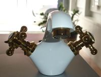 Free shipping NEW ARRIVAL FAUCET Euro Modern Bathroom Vessel Sink Faucet   GOLD AND WHITE FINISH FAUCET