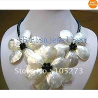 Wonderful MOP Natural White Color Sea Shell  & Black Crystal Beads Flower Necklace Nice For Wedding Party Gift Jewelry Hot Sale
