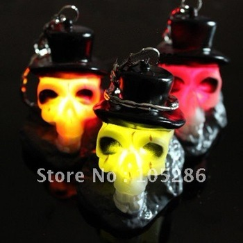 Wholesale Flashing Skull keychain LED Skull keychain Halloween promotional keychain toy 100pcs/lot fast delivery free shipping