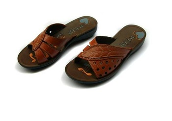 free  shipping,2012.Head layer cowhide, a cool slippers, mother recreational shoe, hollow out % 100 pure leather sandals,
