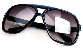 Free shipping black men sunglasses 2012 newest European and American Summer eyeglasses non-mainstream women unisex Sample $15