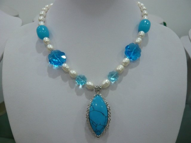 The beautiful white pearls blue crystal pendant necklaces(China (Mainland))