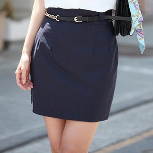 Your main focus when buying womens plus size clothing is to create a trimmer silhouette that makes the eye go up and down, instead of side to side.. For this you need to pay attention to what details you put on your body frame and how you combine the colors of your outfit.