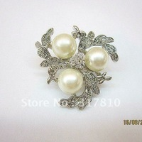 SILVER TONE RHINESTONE CRYSTAL AND IMITATION CREAM PEARL BROOCH