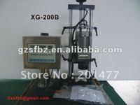 Semi-automatic capper for flat top plastic cover