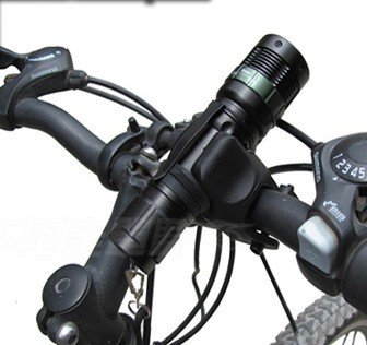 free shipping Ultrafire 7W 300-500 Lumens Aluminium zoomable CREE LED bike light with plastic Clip Flashlight Mount Holder 1 set