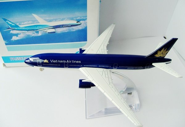 Free Shipping 1:400 Vietnam Airlines Air Plane Aircraft Model W Stand,Toy(China (Mainland))
