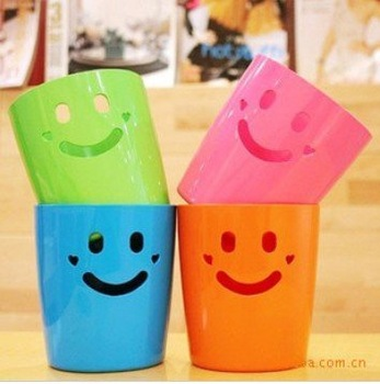 Free Shipping/Plastic Mini smile basket/Debris Trash barrel/Pen Holders box/Storage bucket/Wholesale