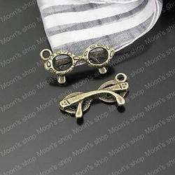 (23308)Alloy Findings,charm pendants,Antiqued style bronze tone Sunglasses 50PCS(China (Mainland))