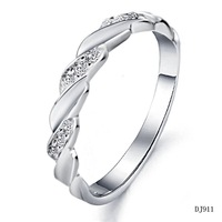 Fashion Women Wedding Jewelry Shining CZ Diamond Crystal Engagement Ring White Gold Platinum Plating Romantic Style 911