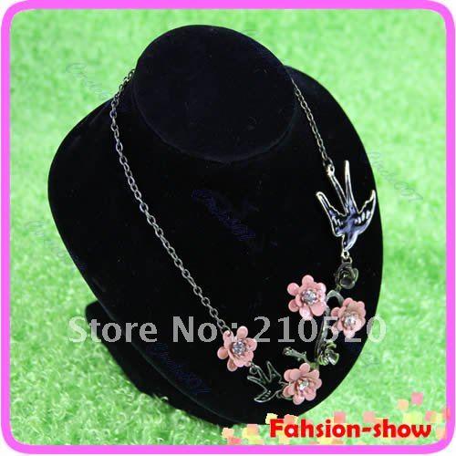 Дисплей для ювелирных изделий On Sale! 1PC Black Velvet Bust Necklace Display Stand 6.2