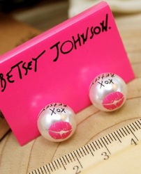 Min.order is $15 (mix order)Free Shipping Retro Personality Red Lips Pearl Stud Earrings E65(China (Mainland))