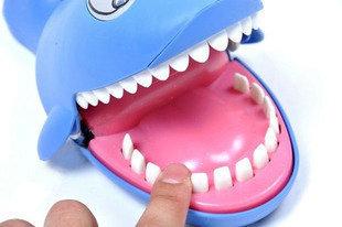 2012 Hot Sell! Novelty Toys Sound Lighting Shark Bit Finger Joke Funny Gift for Christmas Free Shipping