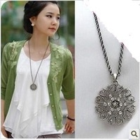 Min.order is $15 (mix order)2012 New Women's Fashion Hollow Out Long Necklace Sweater Chain AQ1994 silvery/black