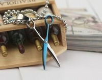 Wholesale and retail fashion titanium steel crest scissors pendant necklace personality couples jewelry T072