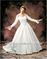 white long sleeves wedding dress