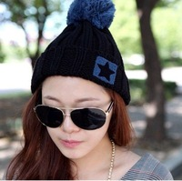 Korean knitted hat with a star woolen yarn lady's cap with a ball cute lady's hat free shipping wholesale