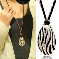 Min. order is $15 (mix order) Aq1678 star style necklace elegant crystal diamond black and white long necklace 20g