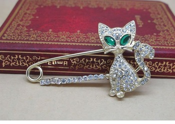 Min.order is$10(mix order) Free shipping  Nice Fashion Jewelry Gold Plated Animal Brooch,Green Eye Crystal Cat Brooches SH012