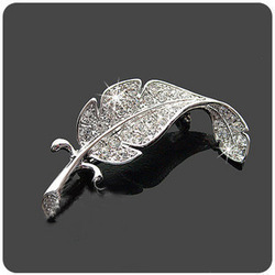 Min.order is$10(mix order)Nice Fashion Korean Jewelry Rhinestone Leaf Brooch Pin Crystal Brooches Free Shipping SH002(China (Mainland))