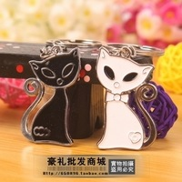 (  ) Gift personality black and white cat couple key chain keychain