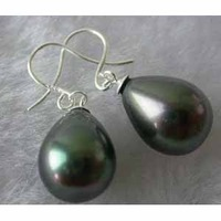 charming 14 mm black drop shell pearl earring