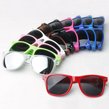 Multi-coloured Summer Shade UV400 Wayfarer Sunglasses Women Vintage for Male and Femal Party Decoration and Promotion Gift