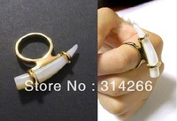 2013 Hot Fashion Claw Talon Teeth Ring